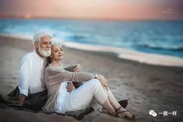 老人白发苍苍,却拍出人人羡慕的情侣照