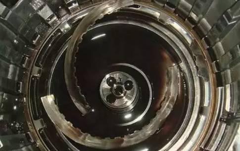 正文  由于传动机构的磨损,里面的大量摩擦材料残渣进入变速箱阀体图片
