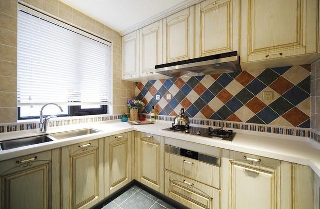 l型大理石台面,将灶台,洗手槽,操作台分开,让家庭烹饪变的更加便捷