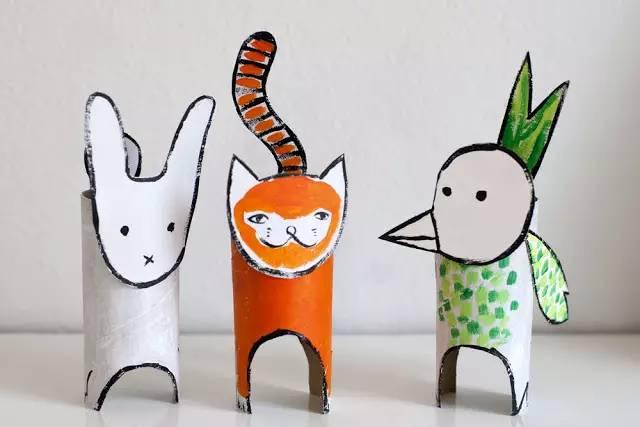在纸筒上画出动物简笔画,沿着轮廓剪下来,一只童趣十足的动物玩偶就做