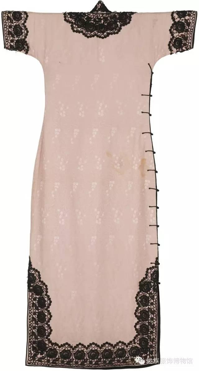 时尚 正文  彩色烂花丝绒滚缎边葫芦盘扣旗袍 2,蕾丝镶边,宽镶边成为