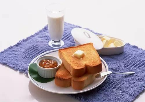 喝牛奶吃面包的人,追求品质