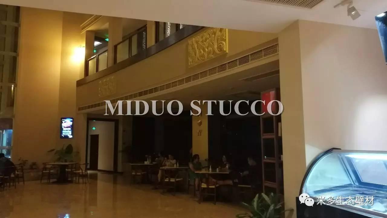 酒店整体打造的新中式风格,酒店的餐厅,大堂,走道及客房墙面大面积