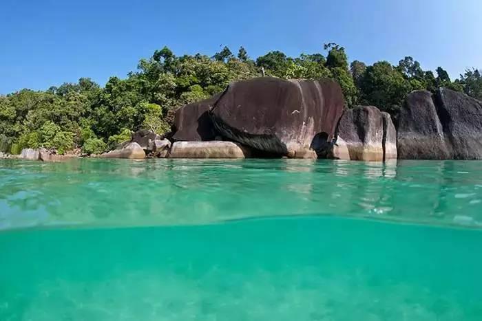 游览阿布罗霍斯群岛可以选择生态阿布罗霍斯号,参观罗利沙洲选择真北
