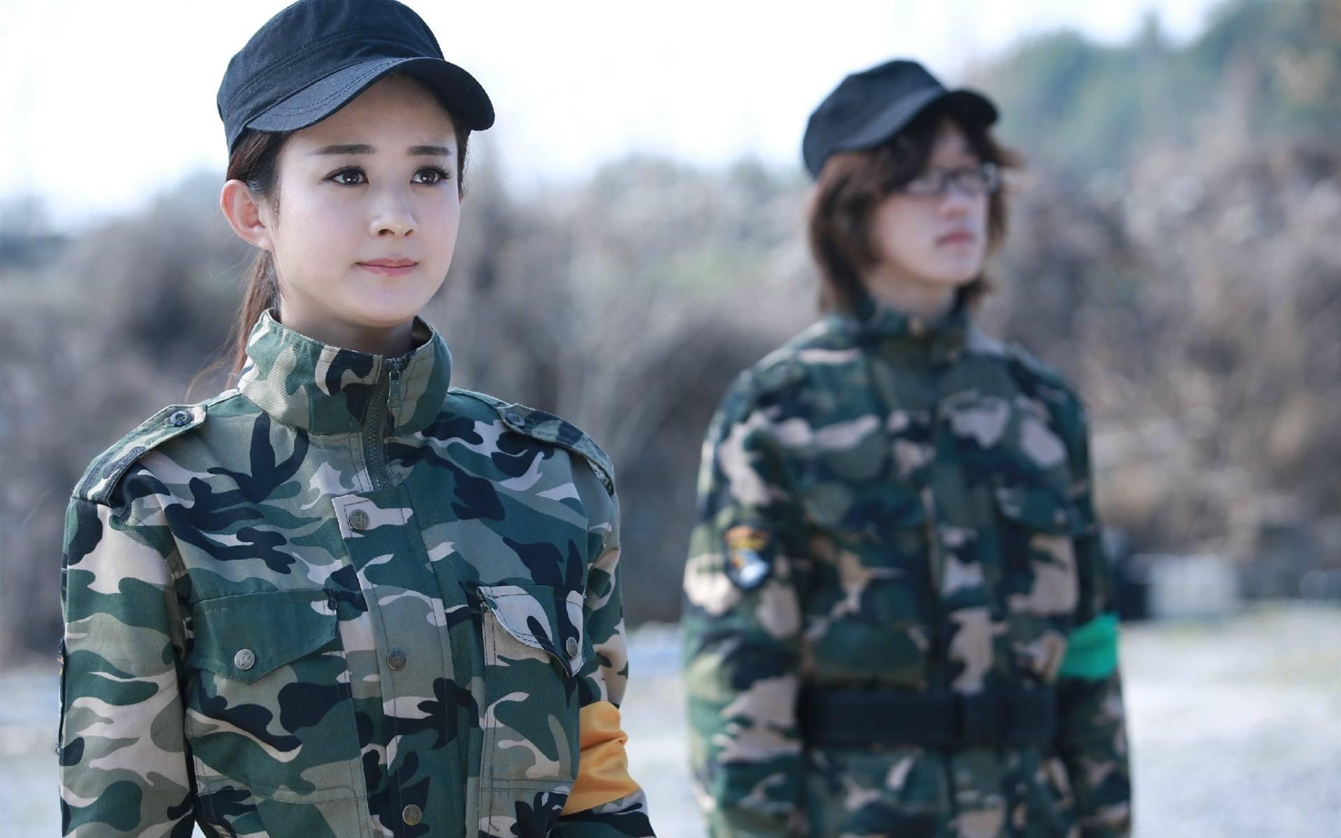 十五位当红女星穿上军装的照片,谁更有气质