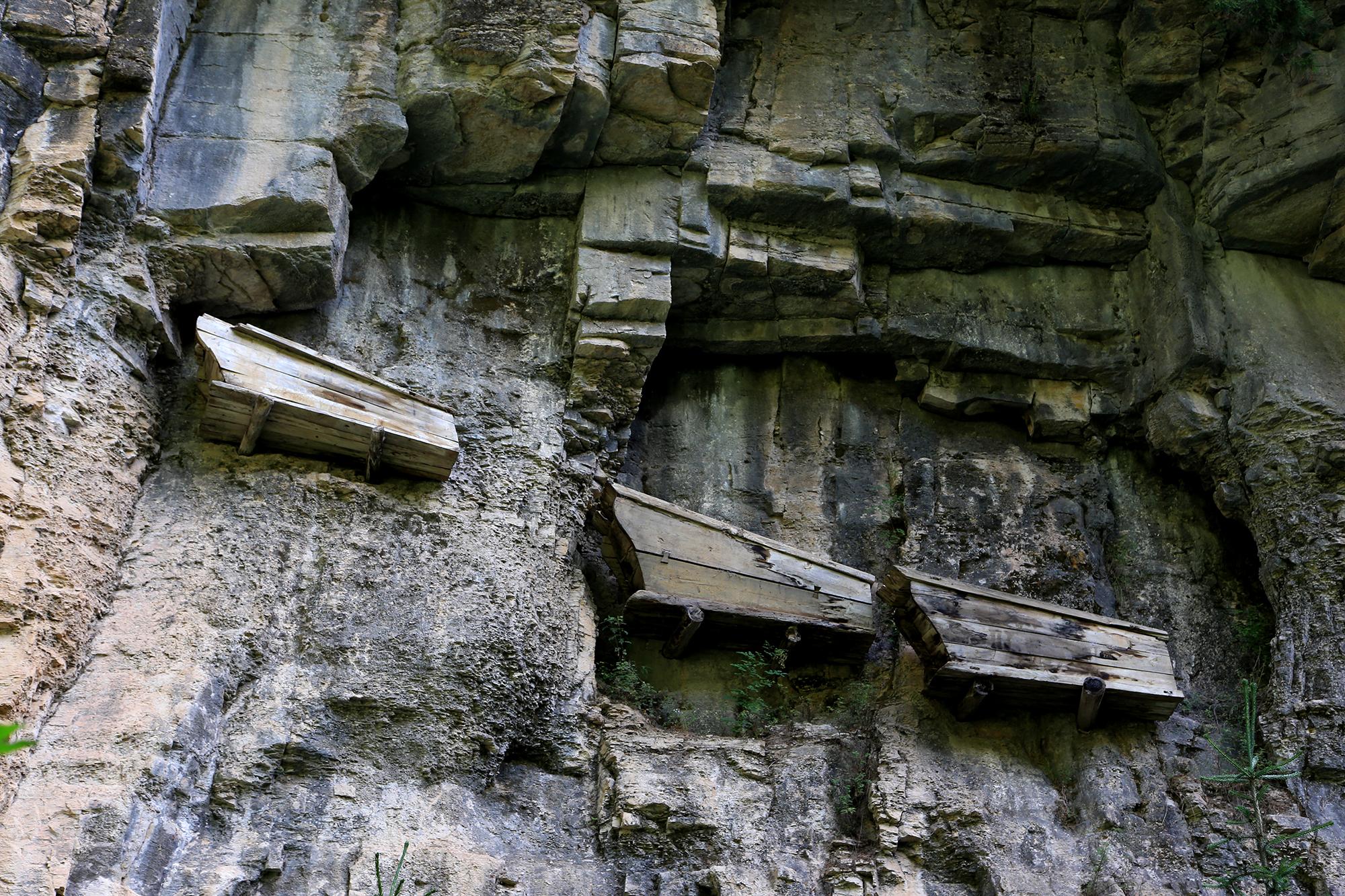 悬崖上的棺材,北方地区的唯一的崖葬群