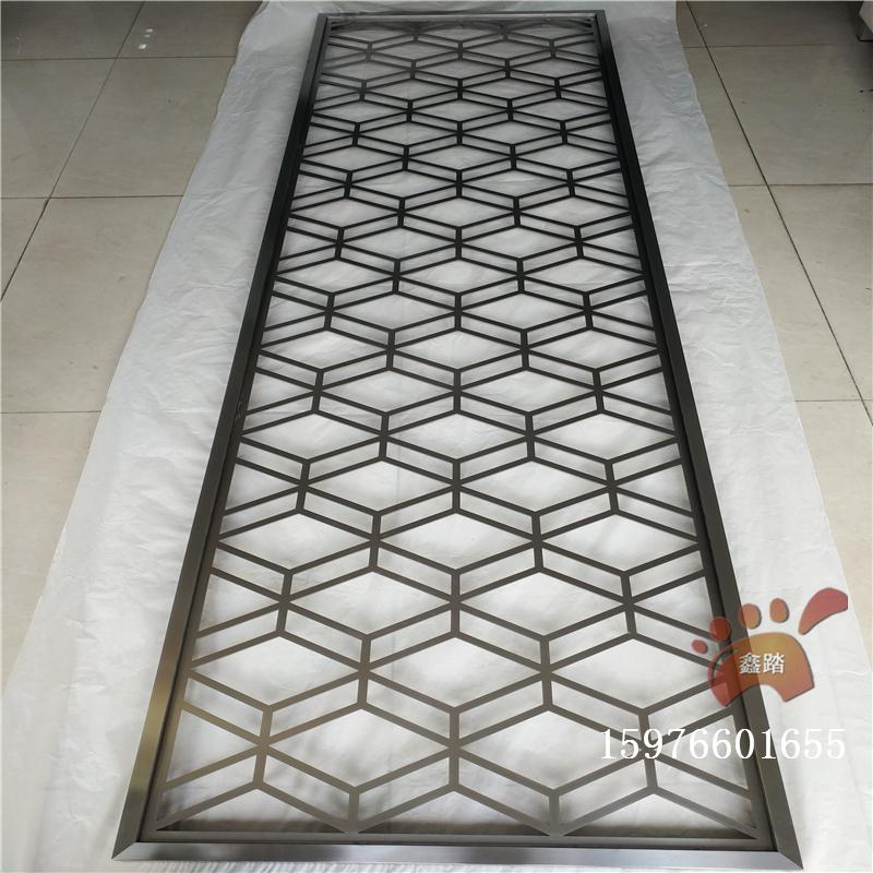 黑金不锈钢花格通花屏风是采用不锈钢板镂空焊接成形,形成中式中规中图片