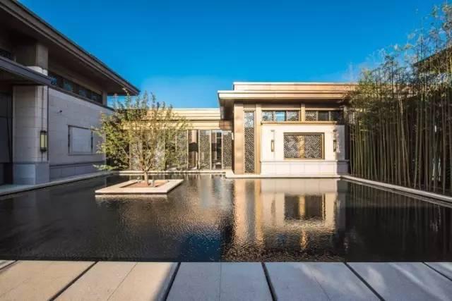 三进制园林分别包括入口前场,中庭接待中心,休闲花园,之间以茶轩,林荫图片