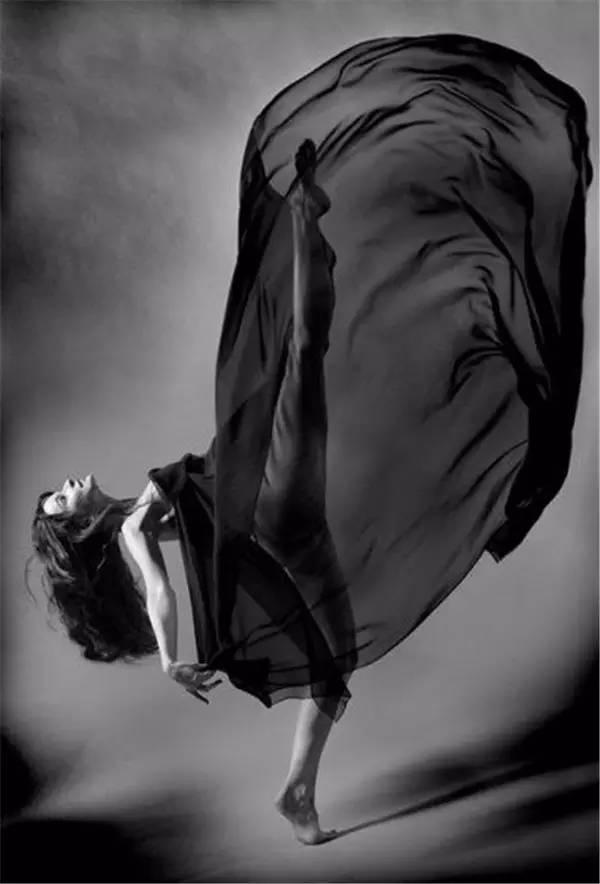 是本人体艺术_精致黑白 尽显人体艺术之美