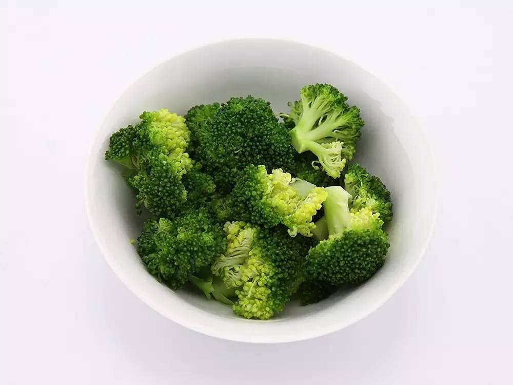 西兰花,花椰菜,芽甘蓝和卷心菜中含有一种复合糖叫蜜三糖,这种糖比