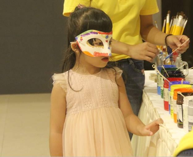 diy手绘面具,温情的欢乐时光