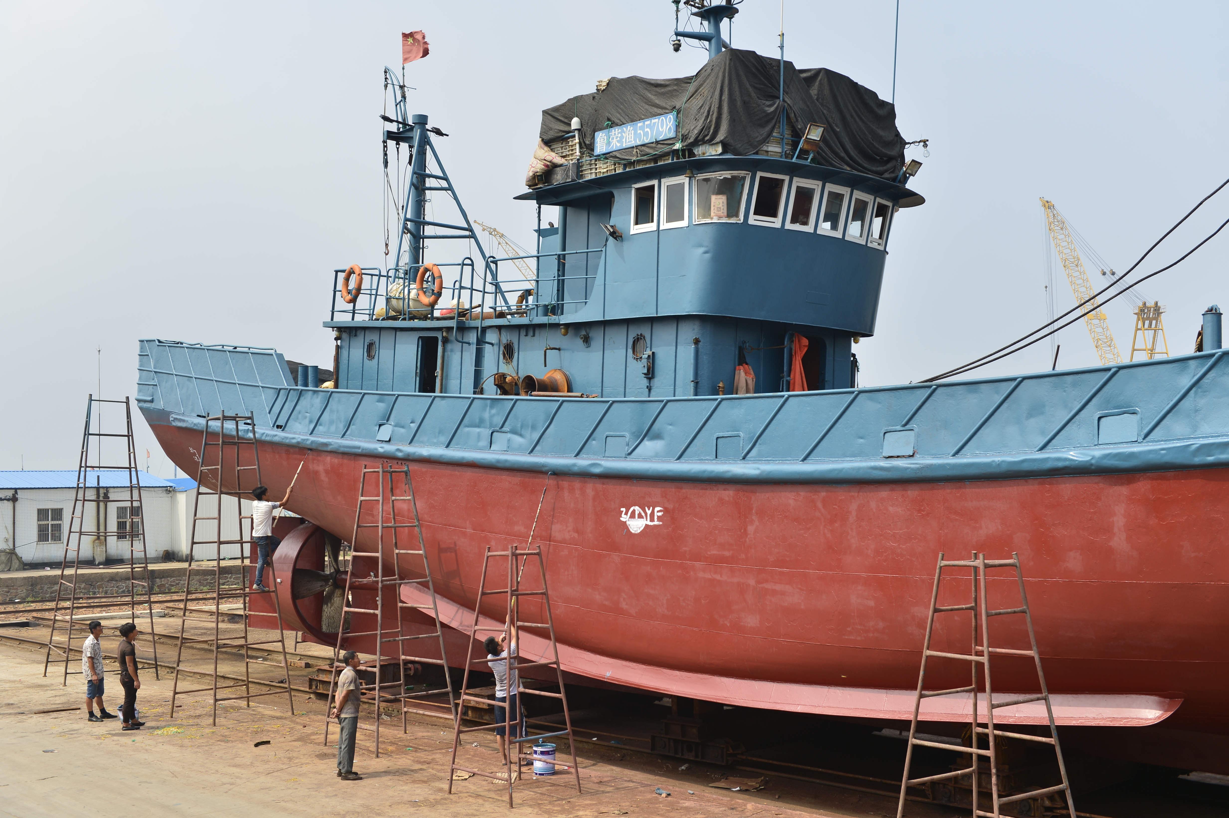 休渔期间,带你看看山东荣成石岛管理区的修船厂!
