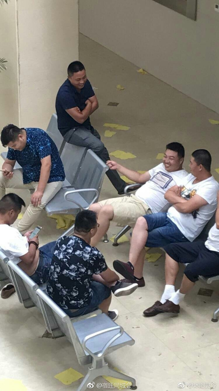 疑似死者家属在医院照片 来源:@宿迁同城会-搜狐公众平台 患者死后图片