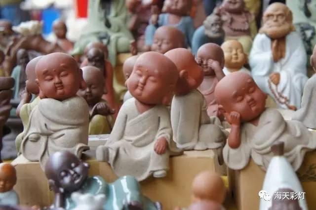 """中国泥塑艺术最著名的有天津""""泥人张"""",无锡惠山泥人,敦煌石窟彩塑等."""