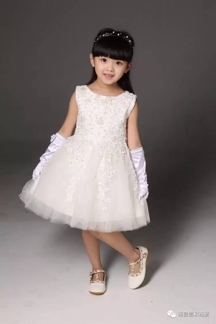 儿童模特走秀即将在信和商厦三楼童装商场开演.图片
