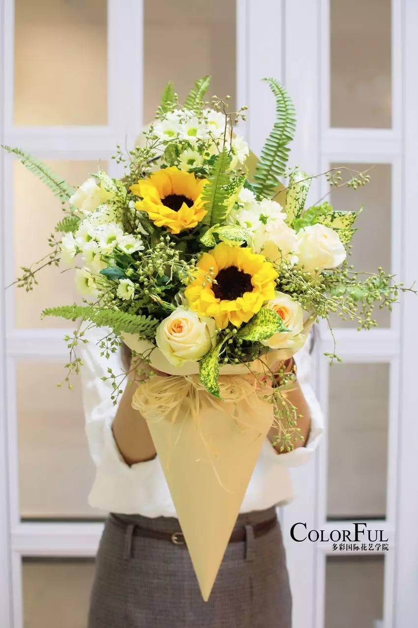 多层次放射型花束 ■时尚组群式花束 ■ 韩式花束包装及搭配