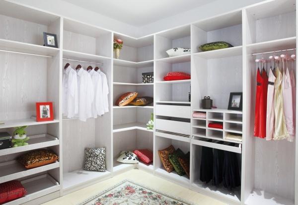 客来福衣柜与好莱客衣柜哪个设计更好