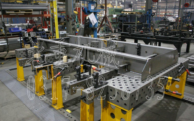 正文  三维焊接平台包括:三维柔性组合焊接夹具 三维柔性组合焊接工装图片