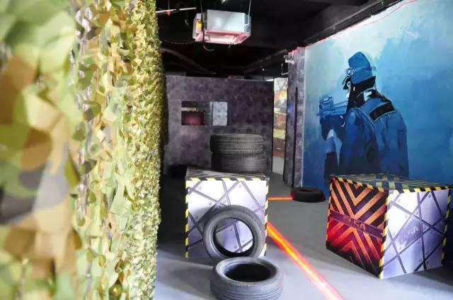 cs 油桶,轮胎,集装箱 各种涂鸦的街头文化 复杂游戏地图的场地设计 在图片
