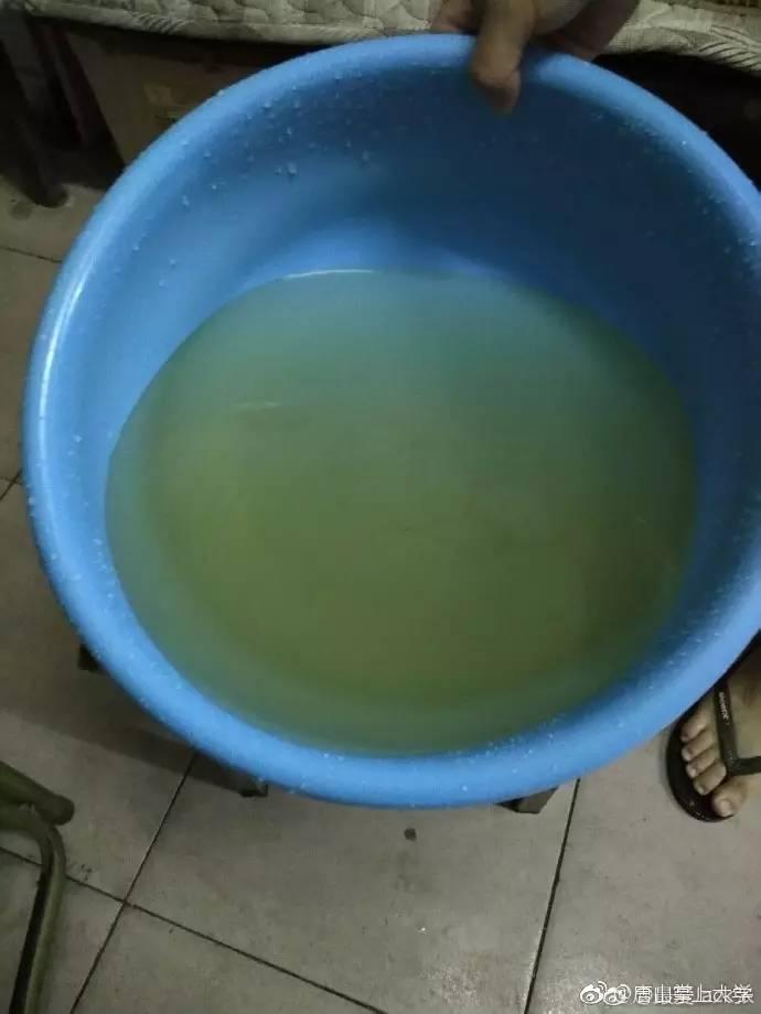"""唐山大学生公寓村宿舍区生活用水如""""橙汁""""这样的水你敢用么?图片"""