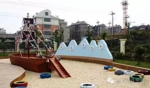 幼儿园应该根据人数的多少设计几个不同规格的沙池,边缘可以用轮胎图片