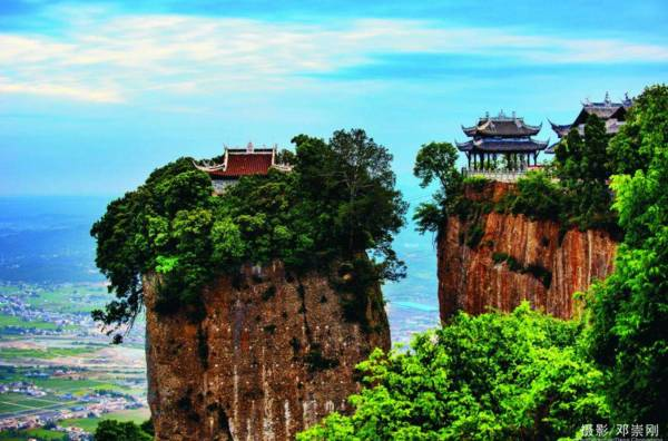 位于四川江油城北20公里的涪江东岸武都镇.