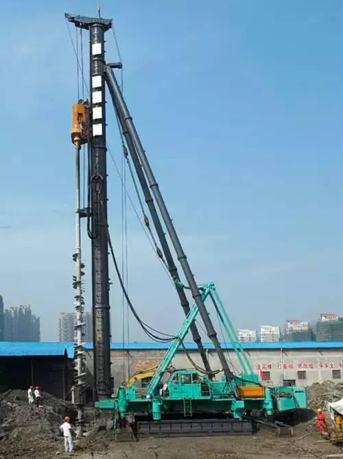 �:(�z+���!��a_科技 正文  a,钻孔机包括  动力头,钻杆,桩架,支撑架四部分 动力头:提