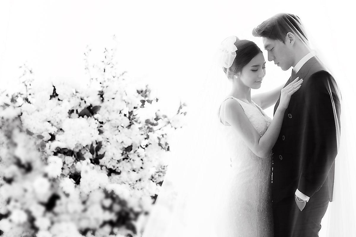 上品味空间婚纱摄影工作室分享的几个拍摄婚纱照的美姿技巧之后,图片