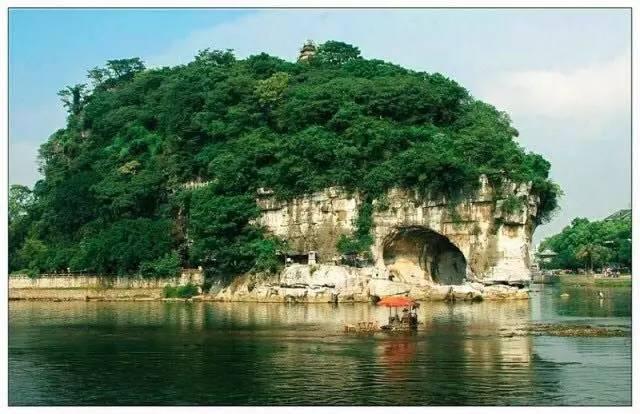 遥相辉映,是桂林著名的古八景之一,景区内登沿江观景台可一览象鼻山