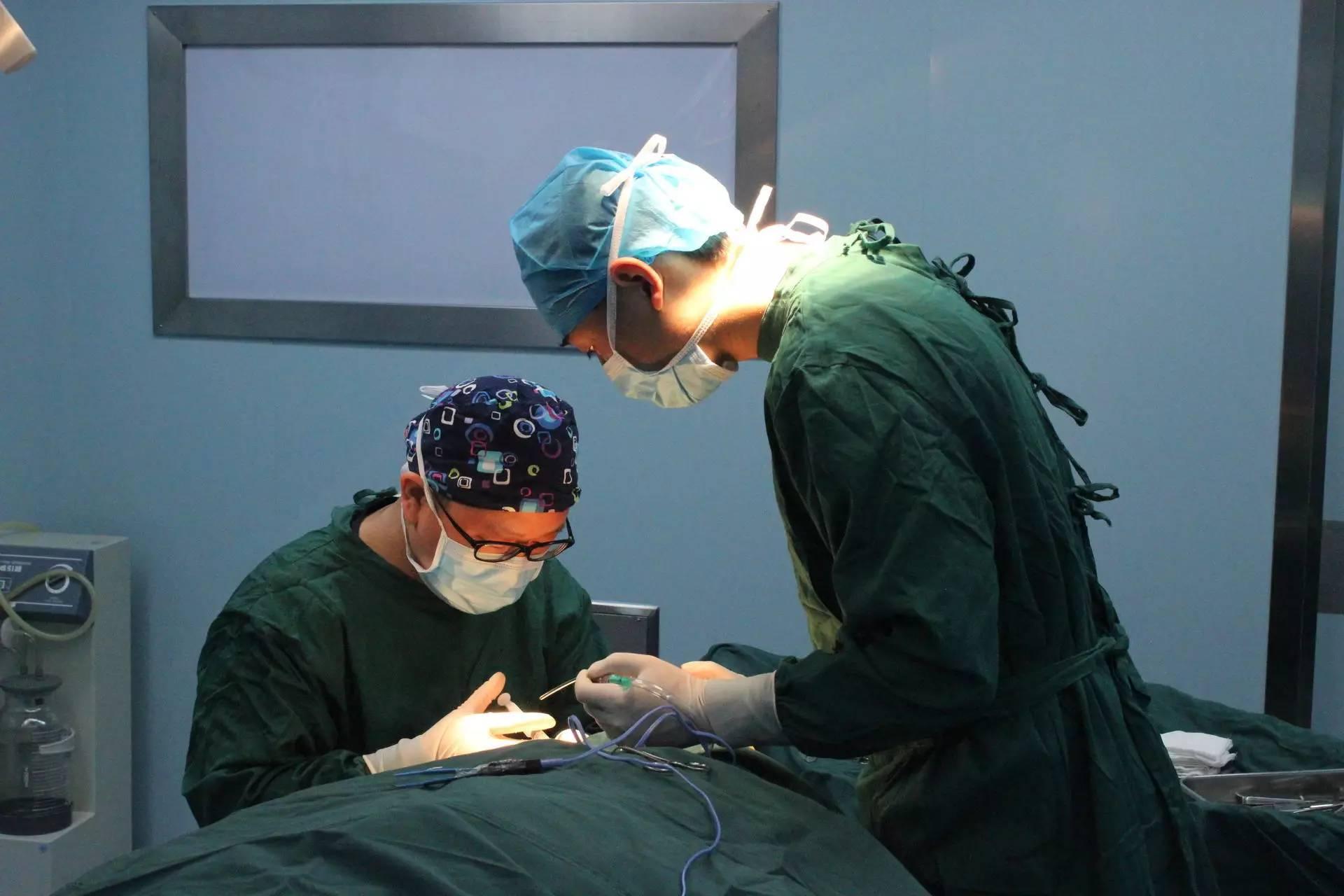 膨体隆鼻整形手术