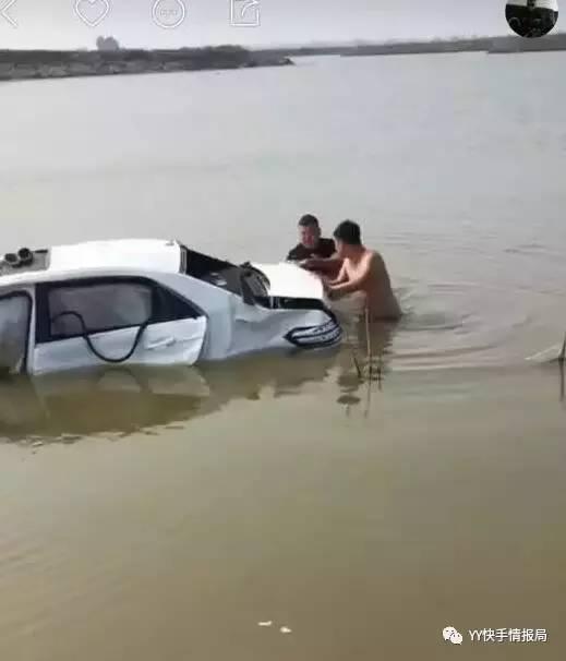 出事 快手网红 方丈出重大车祸,连车带人掉进河中,50万豪车报废
