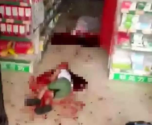 男子当街活活砍死妻儿及路人致3死多伤 胆小勿入