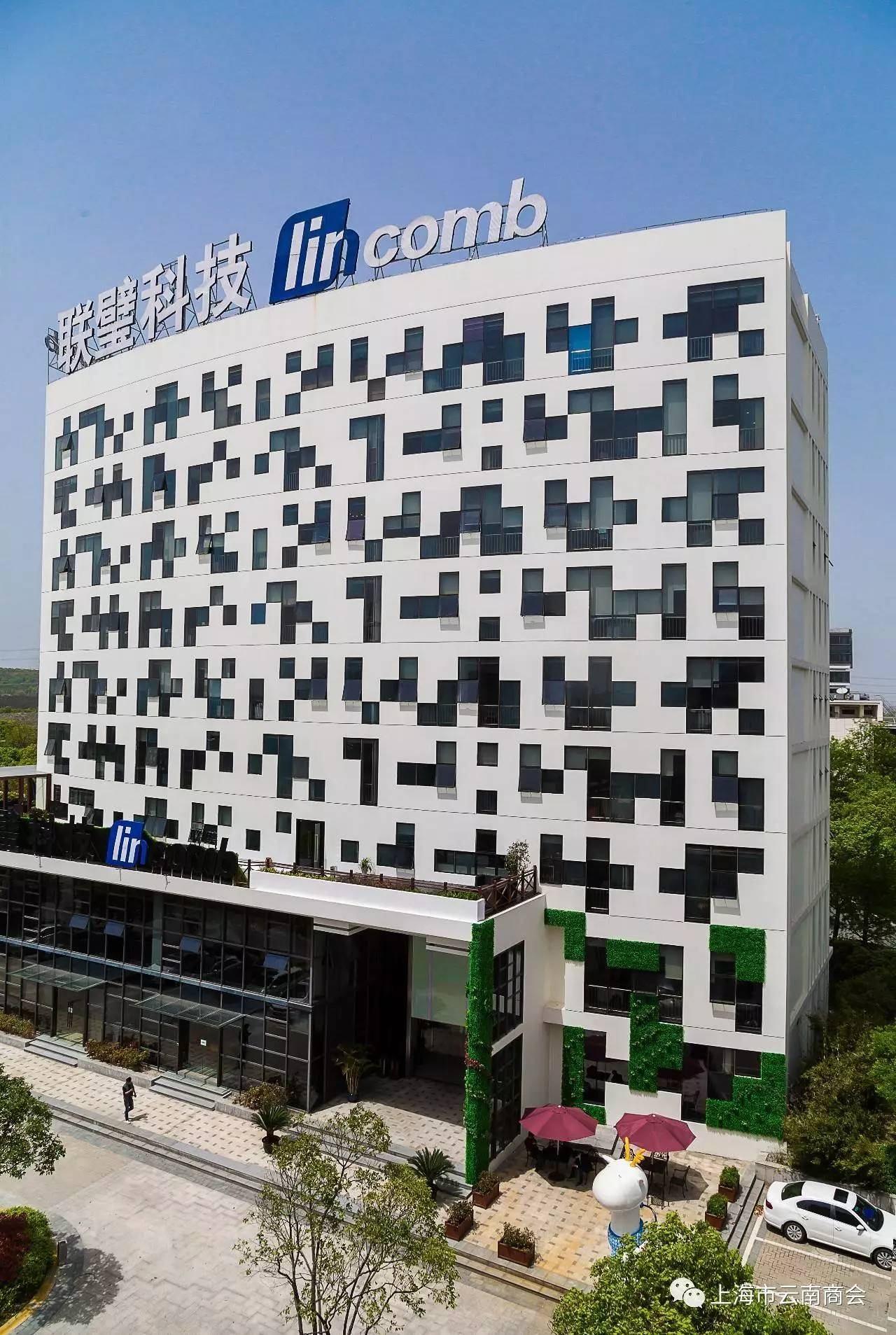 """具有互联网建筑风格的联璧科技""""二维码""""全国总部大楼"""