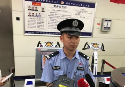 """西安地铁警方传授地震时地铁逃生""""宝典"""""""