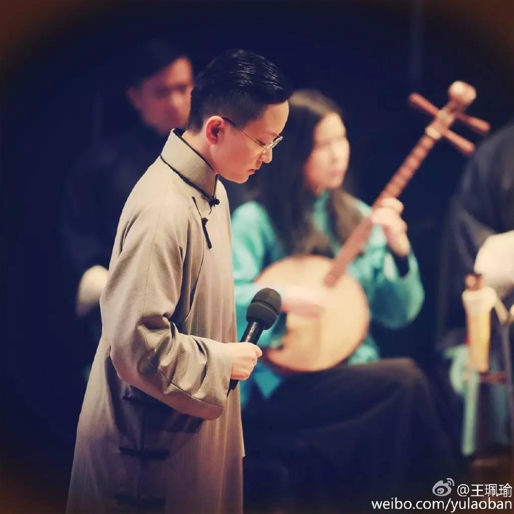 少年成名的王珮瑜,被京剧界大师梅葆玖连连称赞,根本没有女孩样