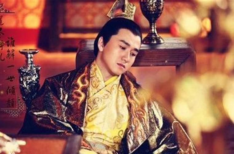 将军带兵入宫,逼问皇帝:陛下,你为何要造反?