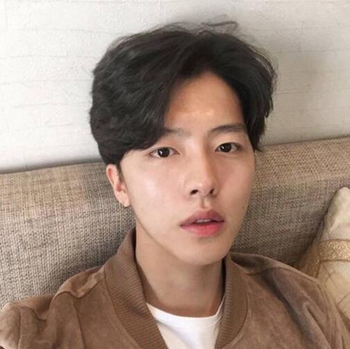 男生中分短发发型 韩式复古时尚