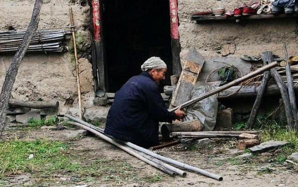 我国农村老年人现状_农村老人该如何养老?谁才是他们最后的救命稻草?