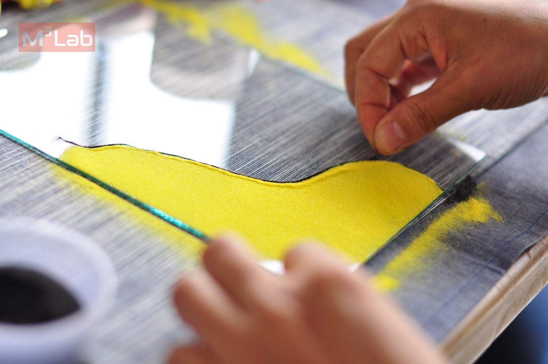 手作导师青沐老师首次将固彩沙画引入到儿童绘画中,摈弃粘贴沙画的