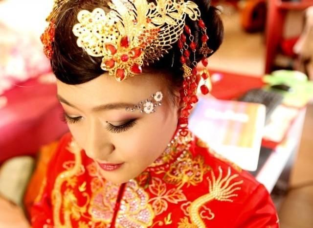 2017年中式新娘发型 完美演绎中国风新娘发型图片