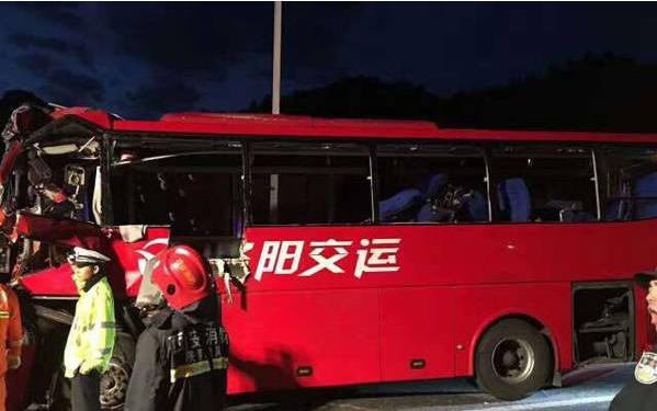 成都开往洛阳大客车在秦岭隧道撞壁 已致36死13伤高清图片