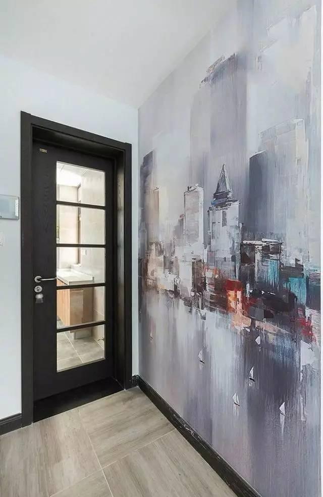 卫生间外的一面手绘墙,真的很有特色.