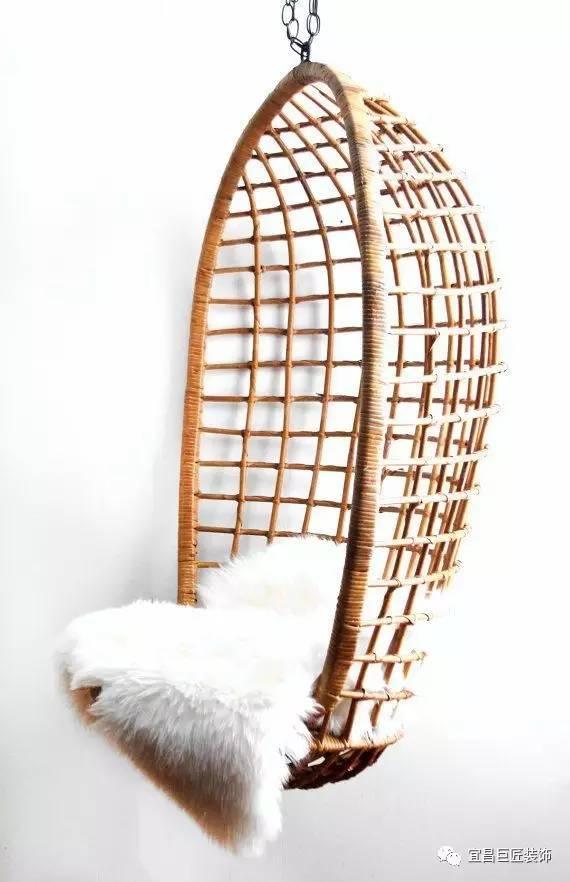 手工编制而成的藤艺吊椅,造型典雅大方、风格独特别致、款式新颖多样、坚固结实耐用,既有欧洲的高贵古典式、也有北美的休闲浪漫式、又有东方古朴庄重式,款款风格充满了艺术气息和文化品位,还给人一种返璞归真的享。