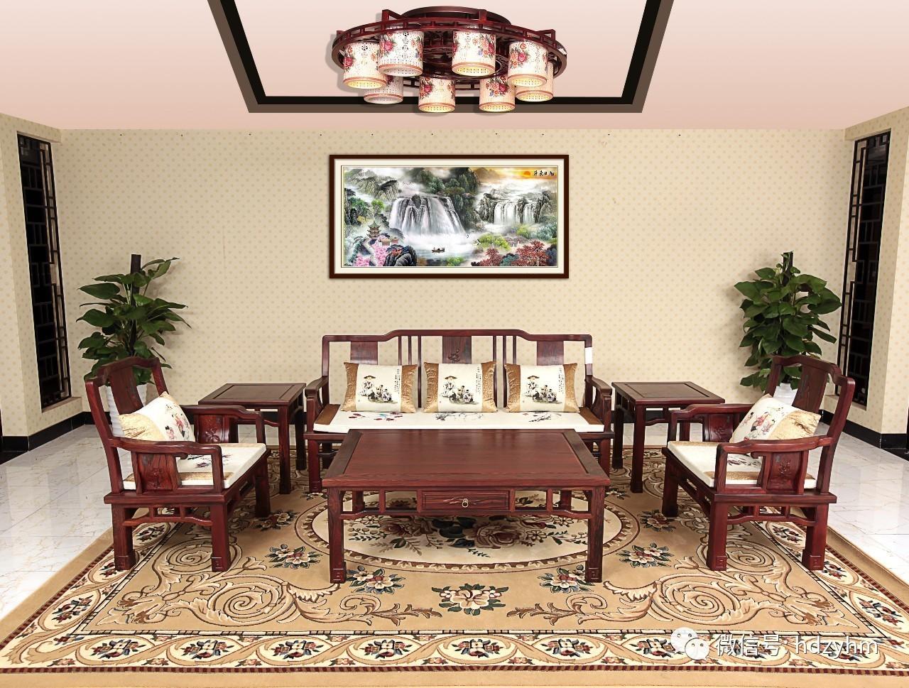 新中式装修,新中式风格装修,红木家具镂空格突显贵气