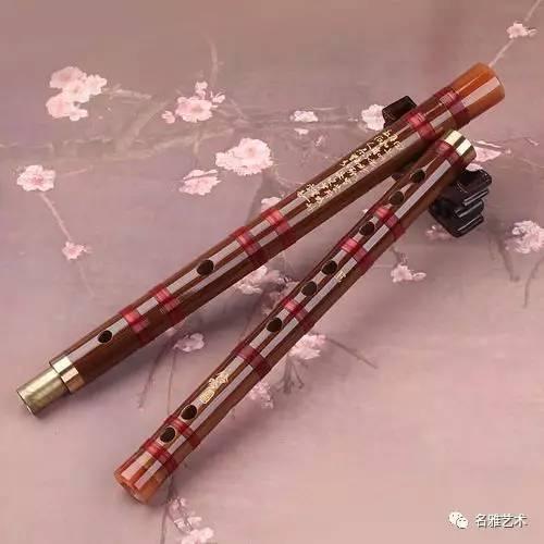 并常在器乐合奏中担任独奏部分,在昆曲,京剧的过场曲牌,秦腔,河北梆子