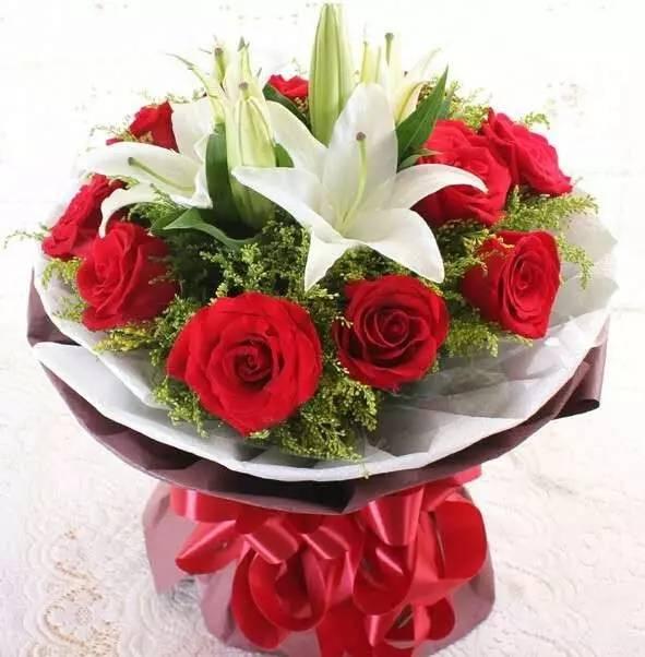 11枝玫瑰加一枝百合图片