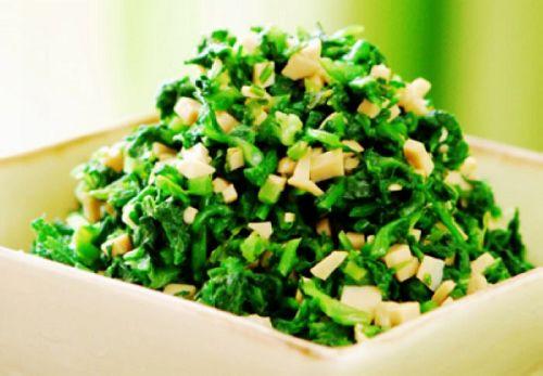 健康 正文  荠菜被称作春菜,别名野荠,地菜,护生草,鸡心菜,生长于田野