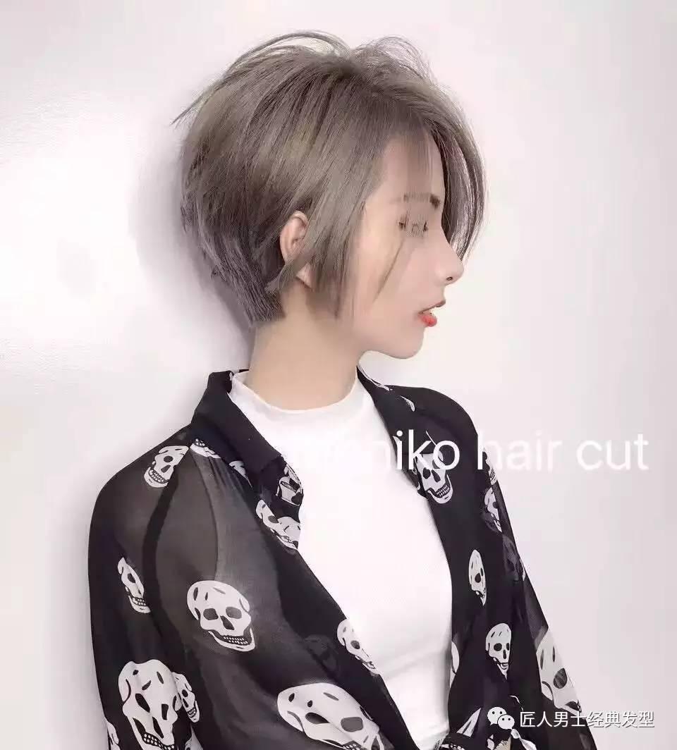 女短发流行发型,短发还能显胸大?图片