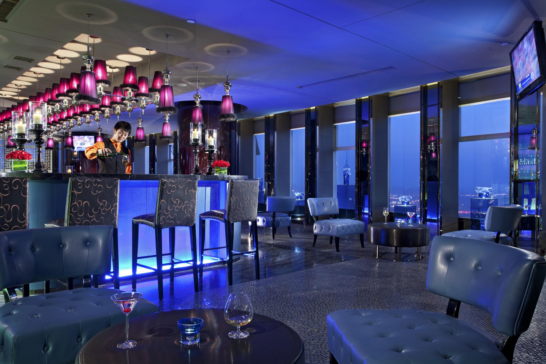 天津中心唐拉雅秀酒店中国蓝酒吧喊你领月饼啦