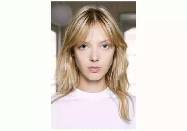 bangs 提到法式风格的发型你就想到那种浪漫温婉的样子?图片